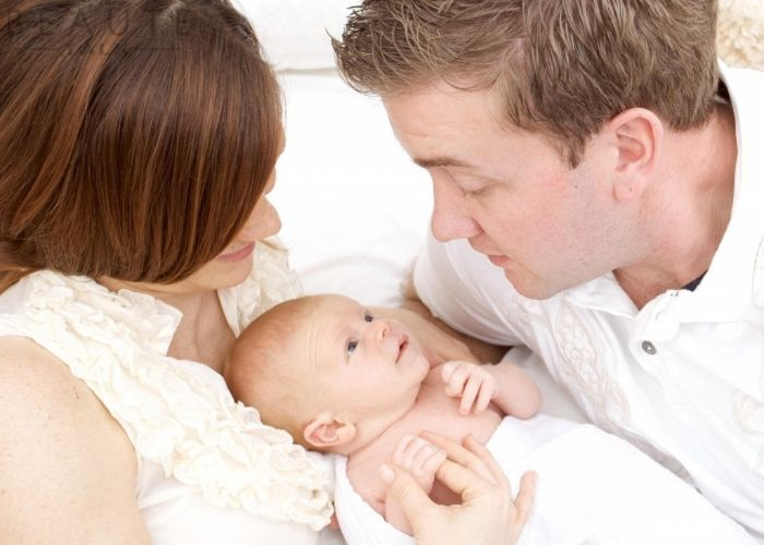 Nằm mơ thấy người khác sinh con đánh con gì? điềm tốt hay xấu?